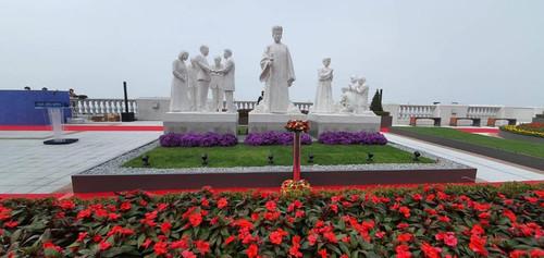 HJH statute palace3